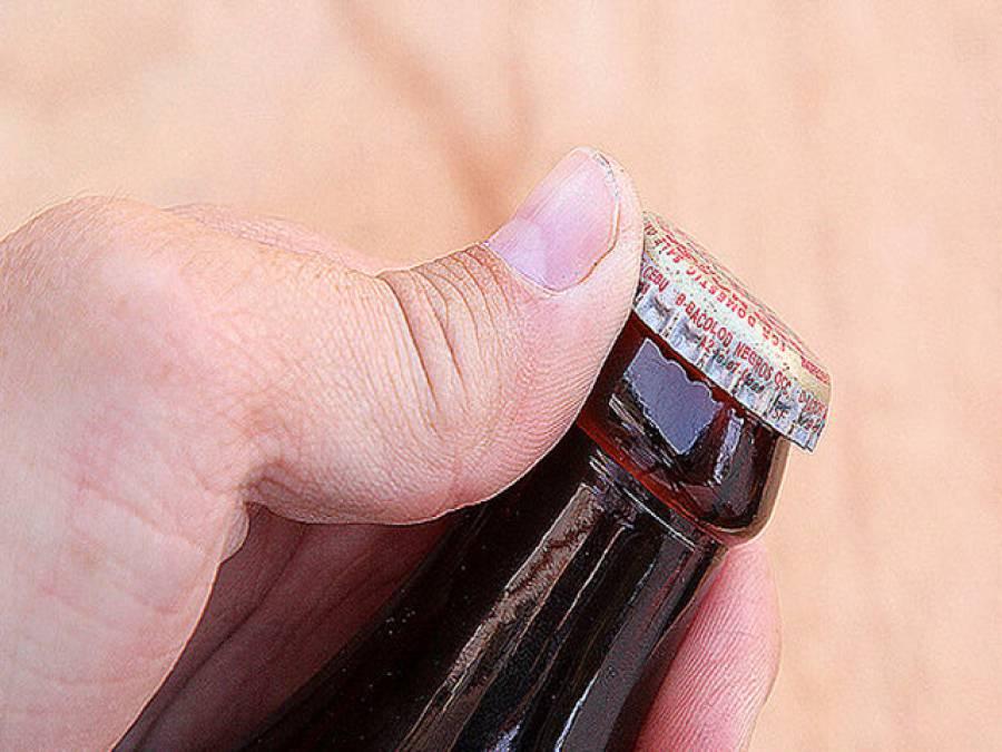اوپنرکے بغیر بوتل کھولنے کے آسا ن اور حیرت انگیز طریقے