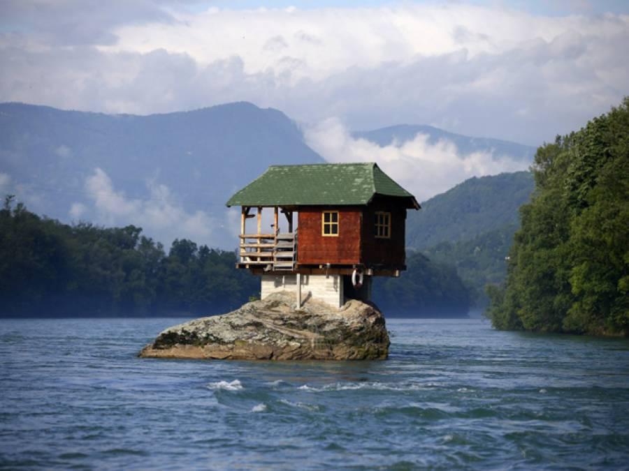 دنیا کے عجیب وغریب گھر جنہیں دیکھ کر یقین نہ آئے کہ کوئی یہاں رہ بھی سکتا ہے