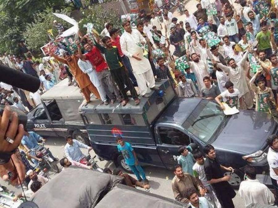 عدالت نے عمران خان کے آزادی مارچ پر پتھراﺅ کے الزام میں گرفتارپومی بٹ سمیت دیگر لیگی کارکنوں کو بری کردیا