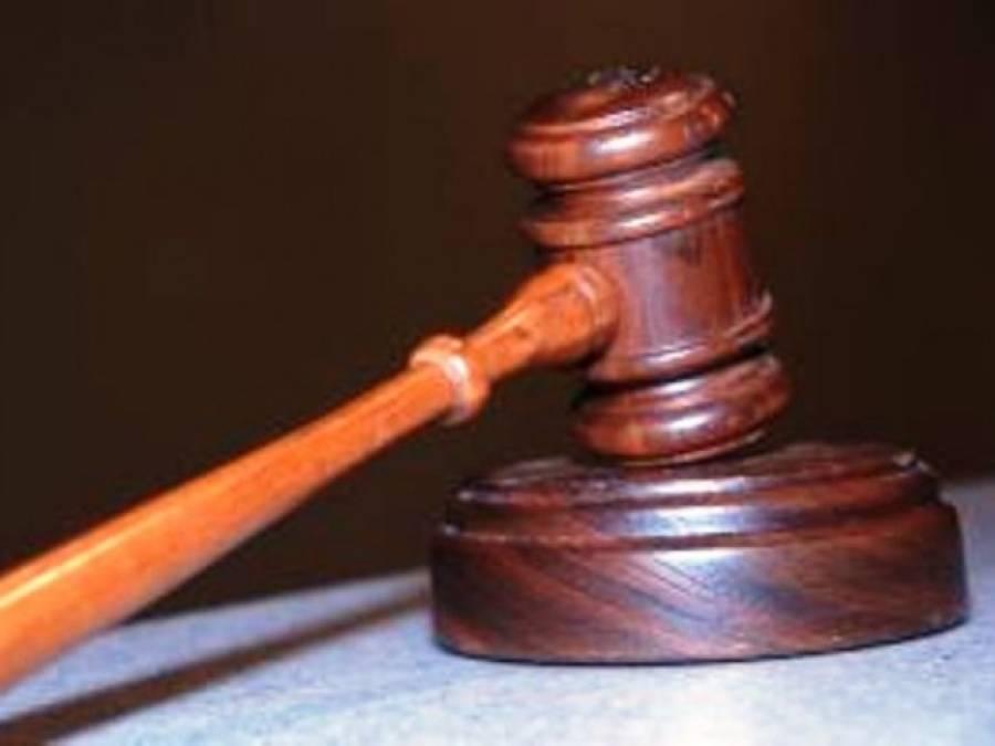 بغیر اجازت دوسری شادی کرنے والے شوہر کی پہلی بیوی نے عدالت میں پٹائی کردی
