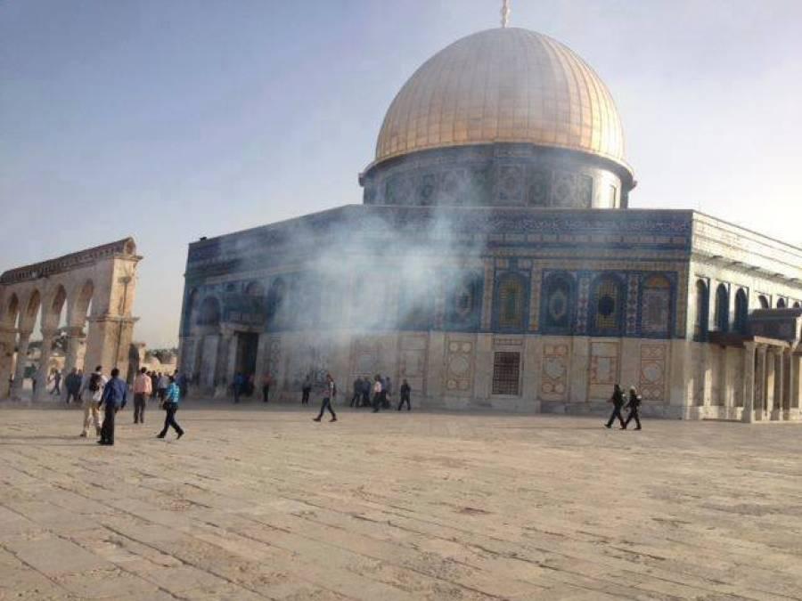 لیلۃ القدر : ہزاروں فلسطینی صہیونی رکاوٹیں توڑتے ہوئے مسجد اقصیٰ پہنچ گئے