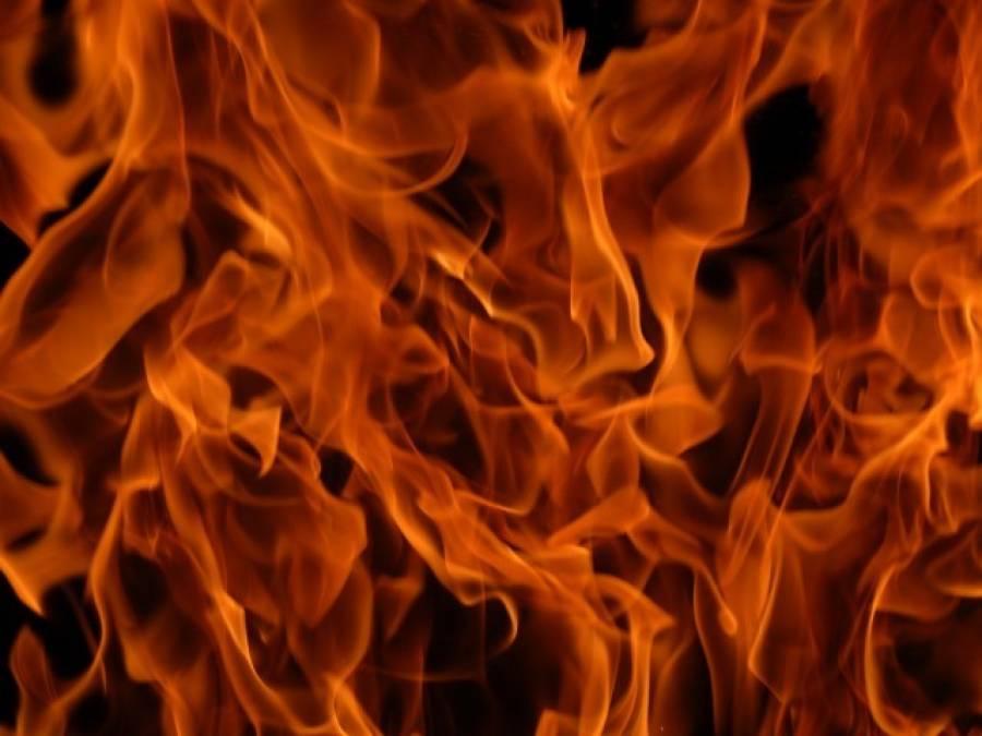 ریل بازار میں ٹرانسفارمر گرنے سے 5 دکانیں جل کر راکھ ہو گئیں'کروڑوں کا سامان جل گیا