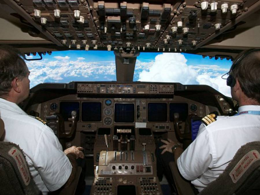 جہاز میں ایمرجنسی کی صورت میں دراصل کیا ہوتا ہے، پائلٹ کی سب سے اہم ذمہ داری کیا ہوتی ہے اور آپ کیسے محفوظ رہ سکتے ہیں؟ وہ تمام باتیں جو ہر مسافر کو ضرور معلوم ہونی چاہئیں