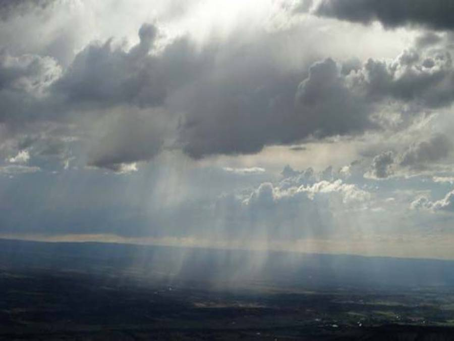 ملک کے اکثر شہروں میں آج بارش جبکہ مالاکنڈ، گلگت اور کشمیر میں پہاڑوں پر ہلکی برفباری کاامکان ہے