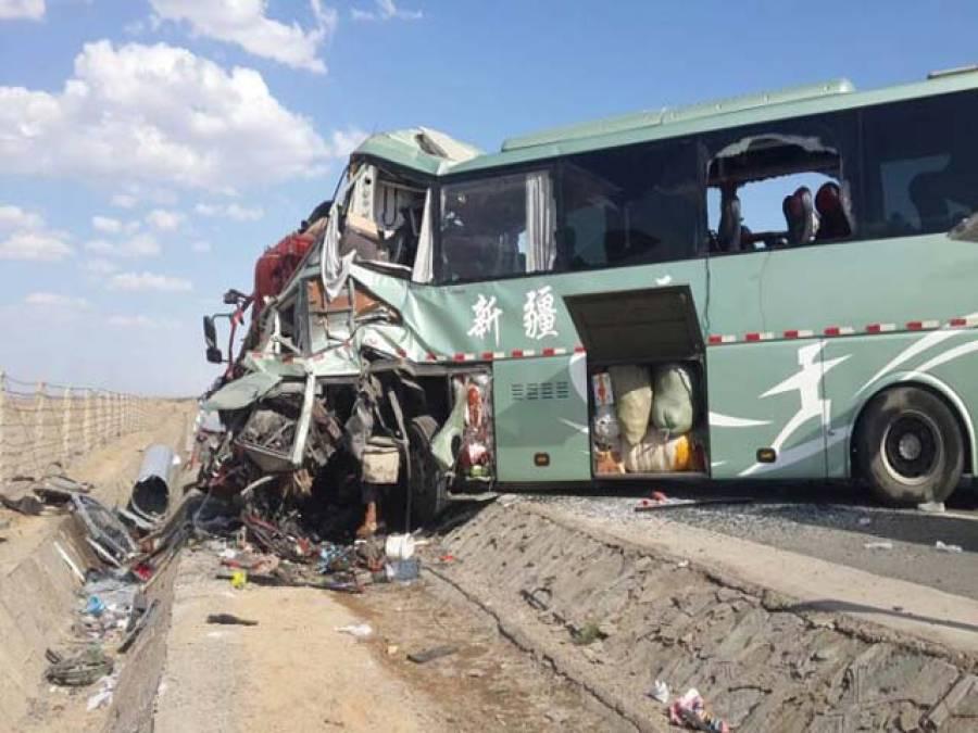 تیز رفتار بس اور ٹرک میں تصادم،ایک مسافرجاں بحق،7 زخمی