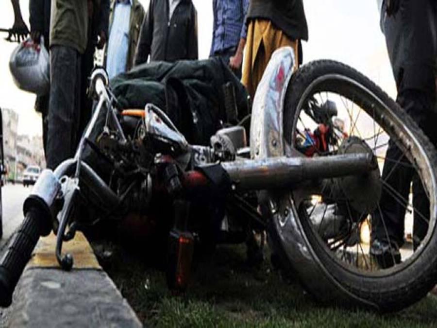 میٹرو بس روٹ پر پل سے پتھر گرنے سے موٹر سائیکل سوار جاں بحق