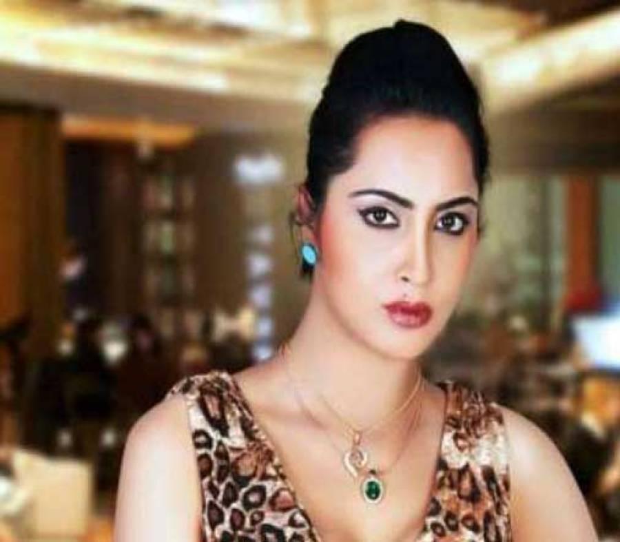 بھارتی ماڈل عرشی خان شاہد آفریدی کے بارے میں اپنی بات سے مکر گئیں، قابل اعتراض تصاویر آن لائن جاری