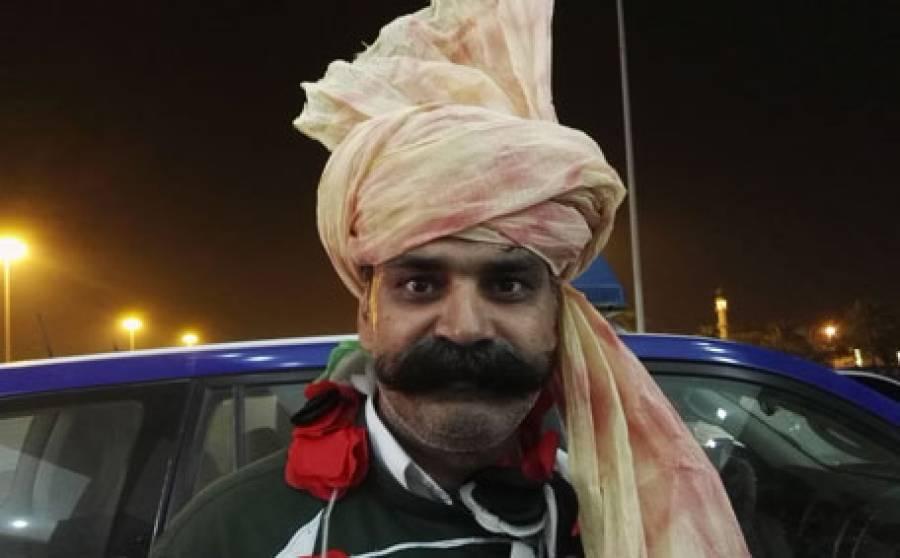احمد شہزاد معافی مانگے ورنہ میچ کے دوران احتجاج کروں گا، چاچا ٹی20 نے احمد شہزاد کو ''دھمکی'' دیدی