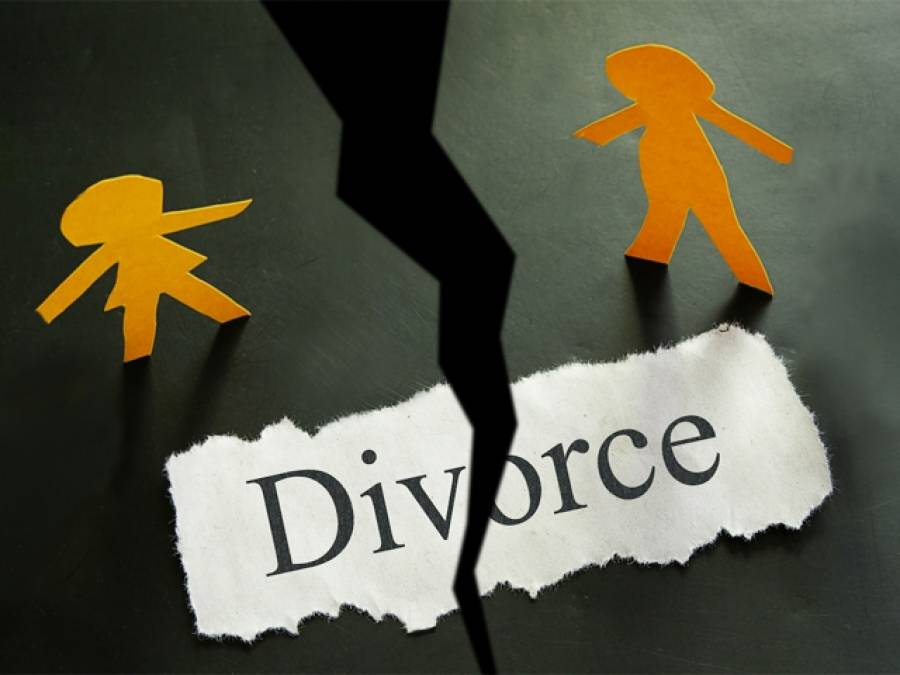 شوہر کی جانب سے بیگم کو دیئے جانے والے تحفے طلاق کی صورت میں کس کی ملکیت ہوتے ہیں؟قانونی ماہرین نے بتا دیا