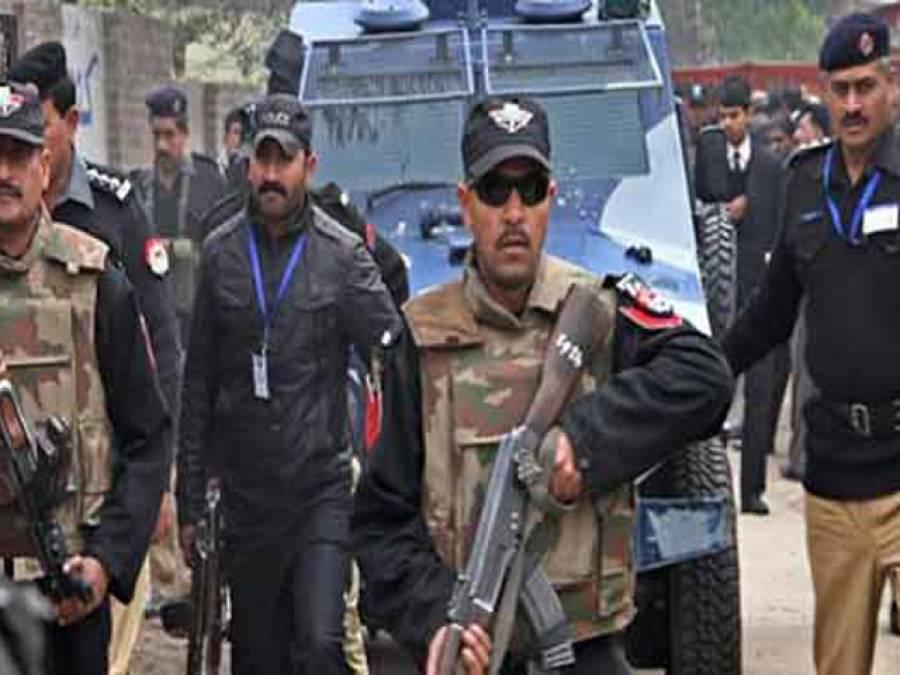 کراچی،سی ٹی ڈی کی کارروائی،منگھو پیر سے تین دہشت گرد گرفتار، بھاری اسلحہ بارود اور خودکش جیکٹس برآمد