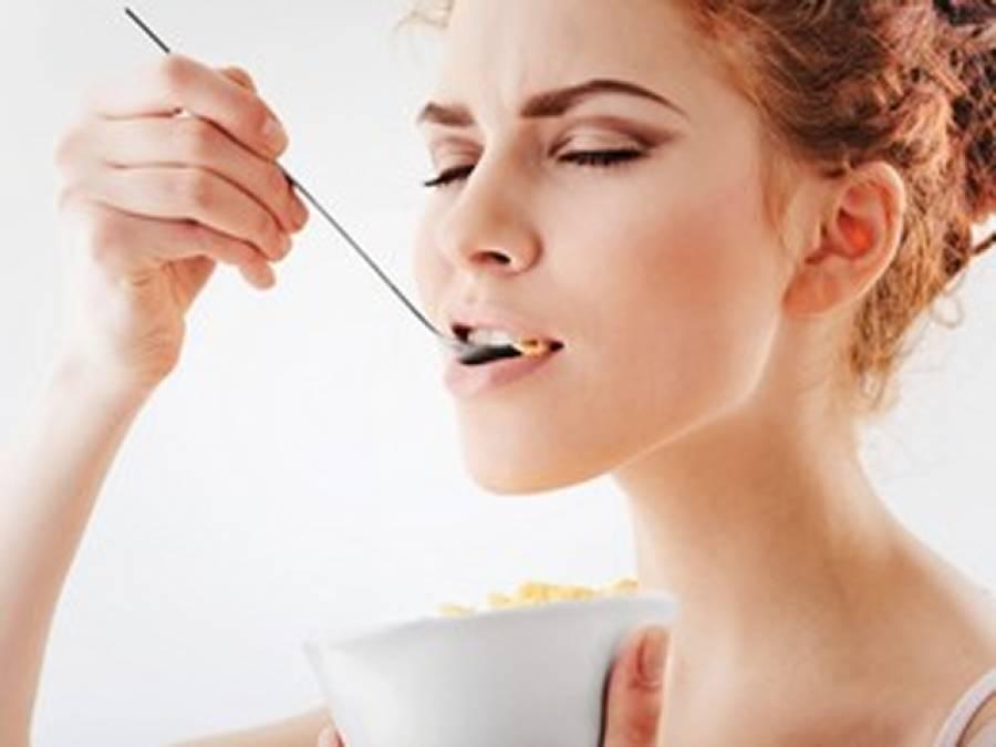 ایک غذا جو تمام لوگوں کو روزانہ ضرور استعمال کرنا چاہیے ،ماہرین نے انتہائی مفید مشورہ دیدیا