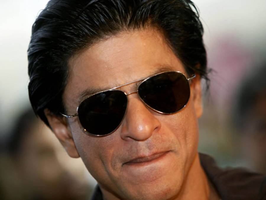 """شعیب اختر نے """"بڑا بھائی"""" کہہ دیا شاہ رخ خان نے منہ چوم کر جوابی محبت کا اظہار کیا"""