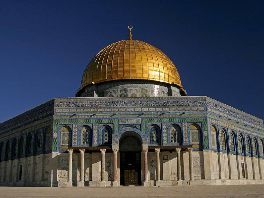 اسرائیلی فوجیوں آباد کاروں کا مسجد اقصیٰ پر پھر حملہ قلندریا کیمپ سے متعدد فلسطینی گرفتار