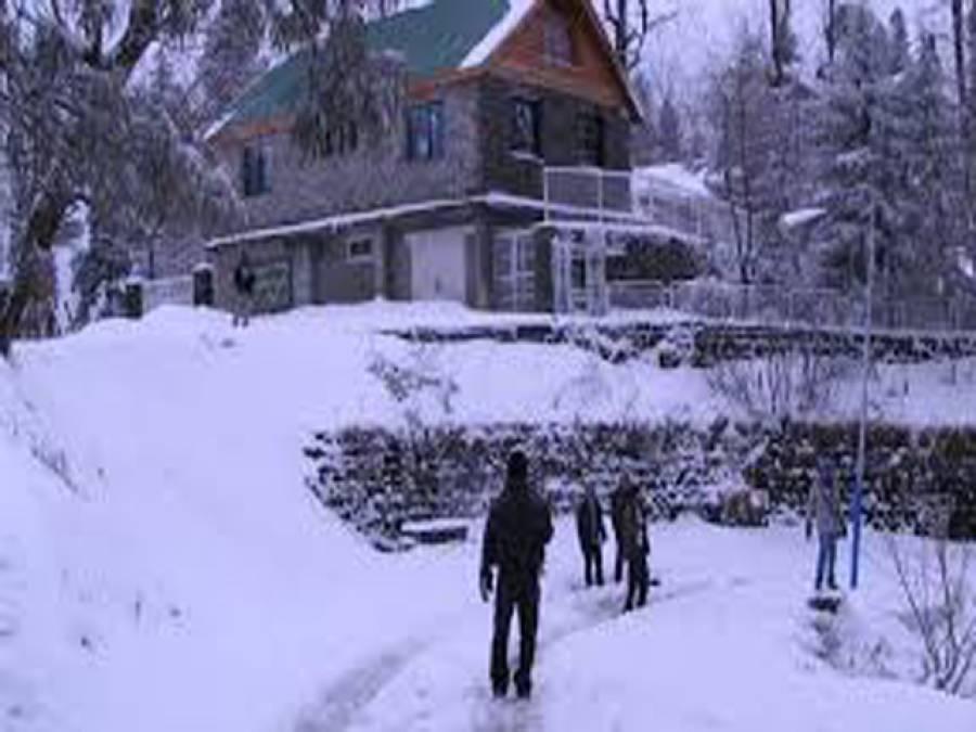 گلگت بلتستان سمیت بالائی علاقوں میں برفباری، سڑکیں بند،لوگ پریشان