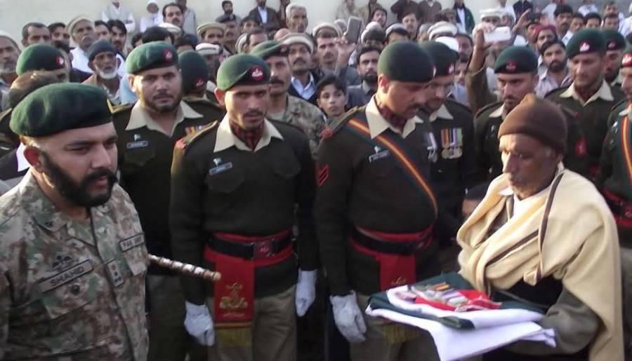 ملٹری پولیس حملہ، شہید لانس نائیک ارشد محمود کی نماز جنازہ ادا،سپرد خاک کر دیا گیا،بیٹے کی شہادت پر فخر ہے :والد