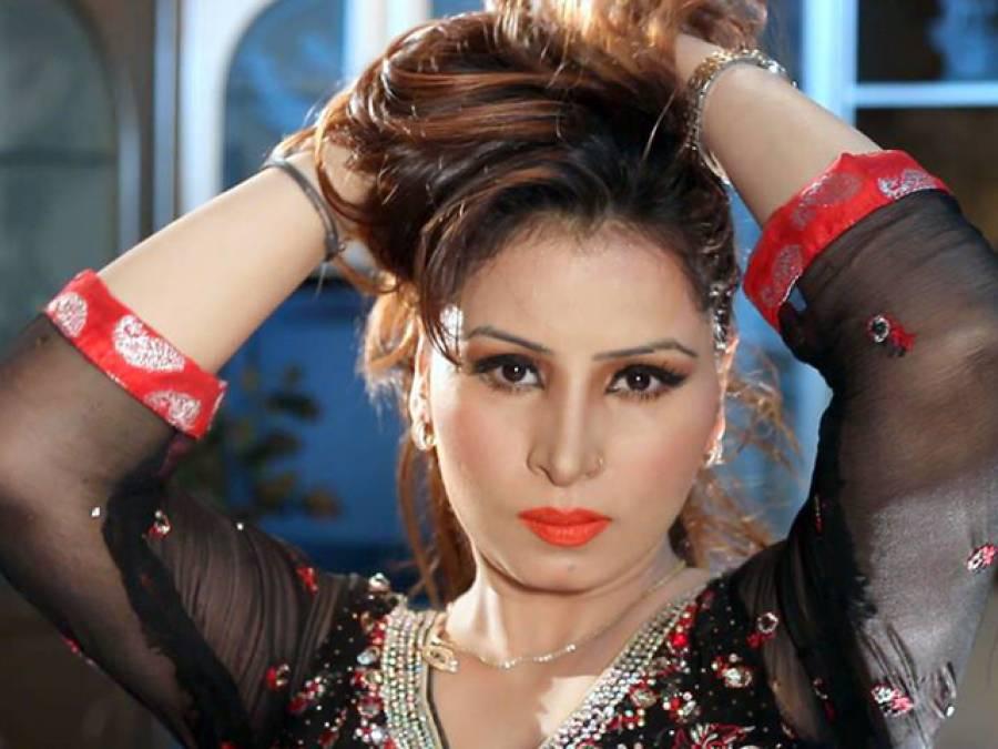 فحش ڈانس، اداکارہ نگار چودھری ڈائریکٹر محمد صفدر ایک ماہ کیلئے بین