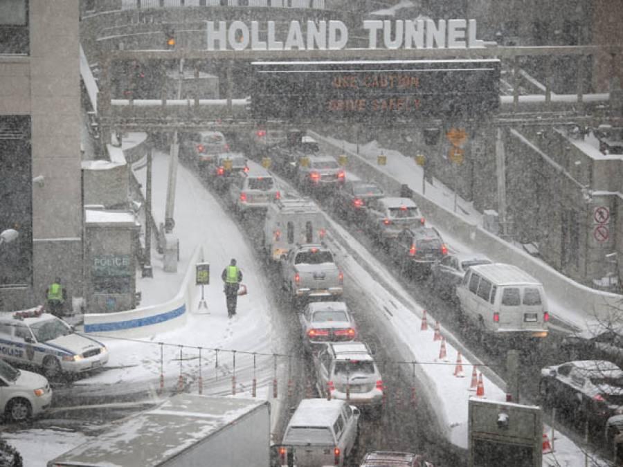 ہا لینڈ میں سال کی پہلی برف باری سے نظام زندگی مفلوج ،بس ، ٹرین سروسز اور تعلیمی ادارے بند