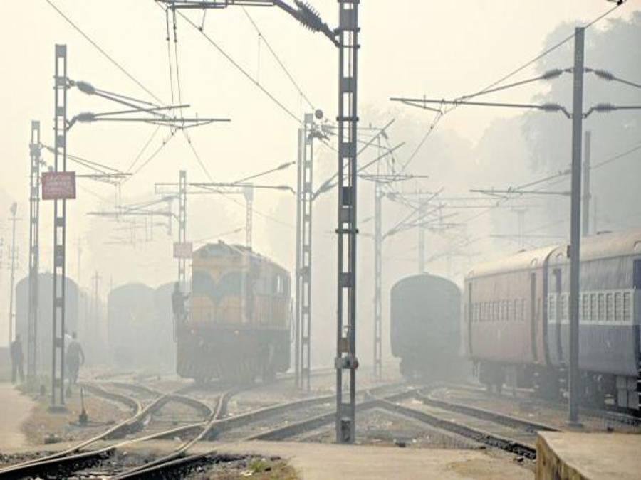 شمالی بھارت شدید دھند کے باعث 35 ٹرینوں کی سروس معطل ، 14 تاخیر کا شکار