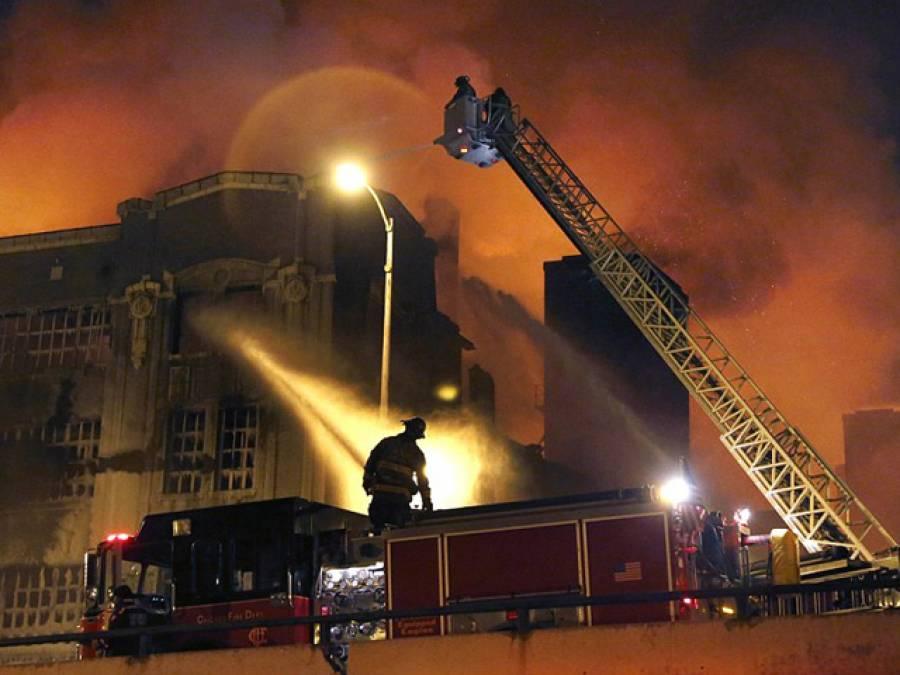 ملتان میں باردانہ فیکٹری میں آگ لگنے سے بھگدڑ