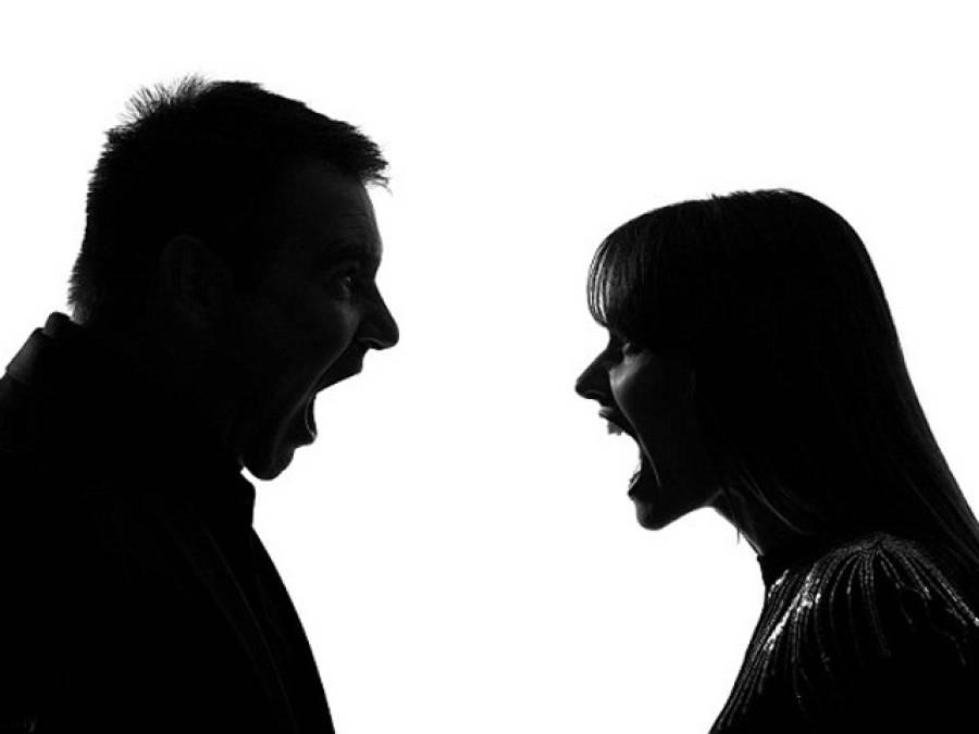 'جب تک پولیس نہیں آتی تم دونوں اسی طرح بیٹھے رہو '،شوہر نے بیوی کو رنگے ہاتھوں پکڑ لیا ،ایسا حکم دیدیا کہ حیران کر دیا