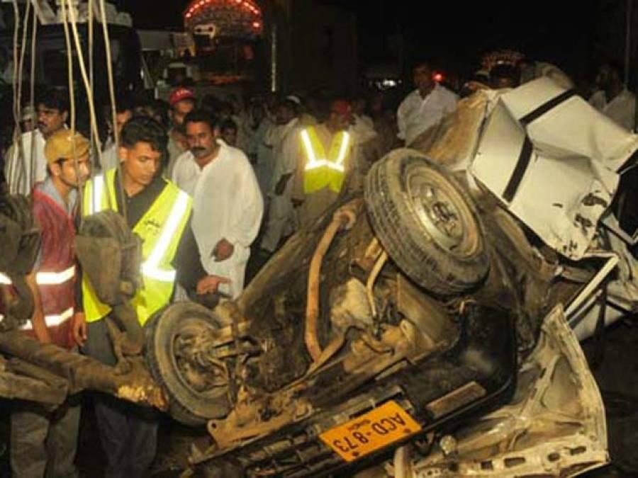 کراچی سپر ہائی وے پر ڈمپر اور وین میں تصادم ،15افراد زخمی