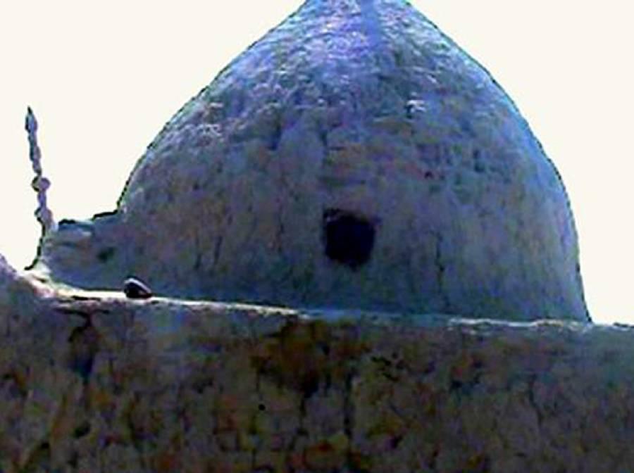 خزانے کی تلاش، سندھ میں صوفی بزرگ کی صدیوں پرانی قبر مسمار اور پھر۔۔۔