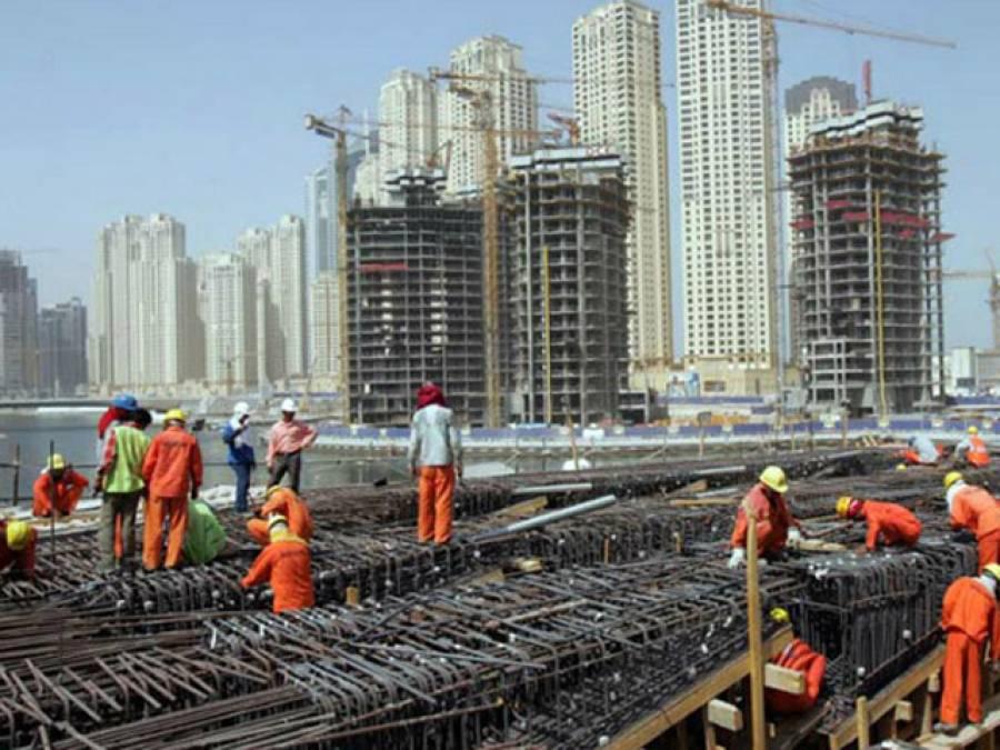 سعودی عرب سے انتہائی تشویشناک خبر آگئی، ایک شعبہ جس میں زیادہ تر غیر ملکی کام کرتے ہیں، کمپنیوں نے تنخواہوں کی ادائیگی بند کردی کیونکہ۔۔۔
