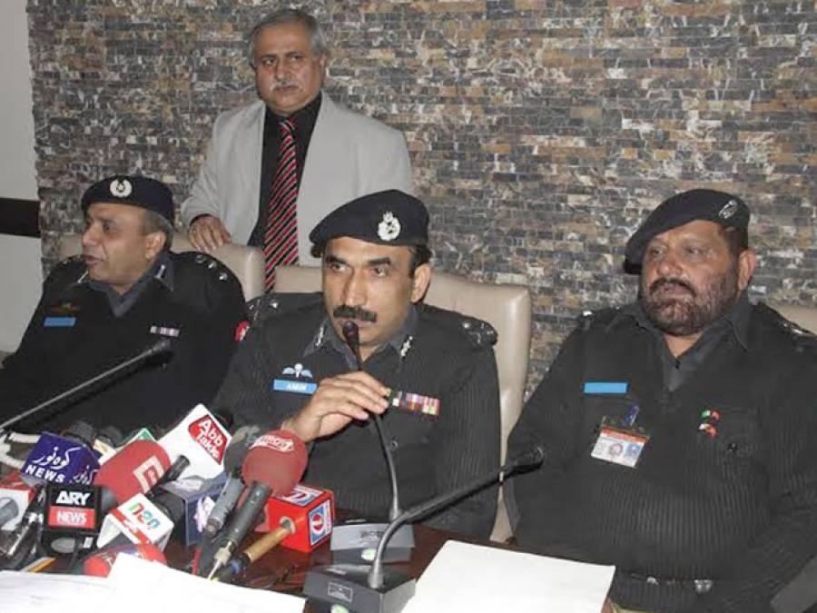 سی آئی اے پولیس کی کاروائی ، شہریوں کو گن پوائنٹ پر قیمتی اشیاءسے محروم کرنے والے دو گروہوں کے 9ملز م گرفتار ،لاکھوں روپے نقدی اور طلائی زیورات برآمد