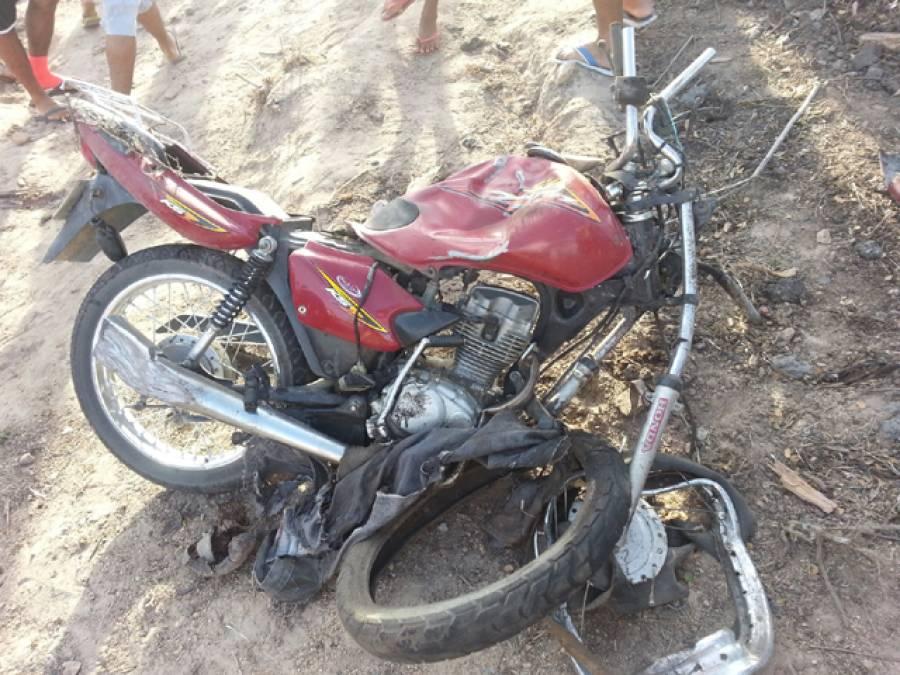 مستونگ روڈ پر کوچ اور موٹر سائیکل میں تصادم، ایک ہی خاندان کے 3افراد جاں بحق، بچی زخمی
