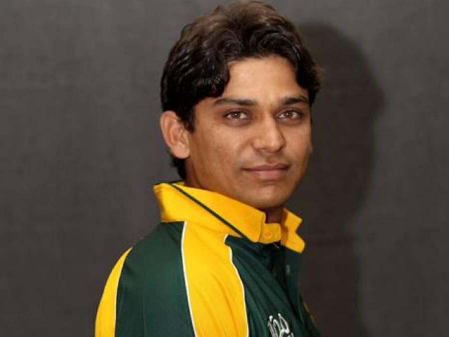 خالد لطیف کی ورلڈ ٹی ٹونٹی کے لیے وکٹ اور گالف گیند سے پریکٹس