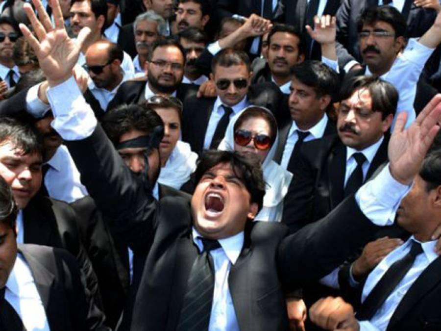 سانحہ گلشن اقبال پارک کے خلاف وکلاءکا امن مارچ