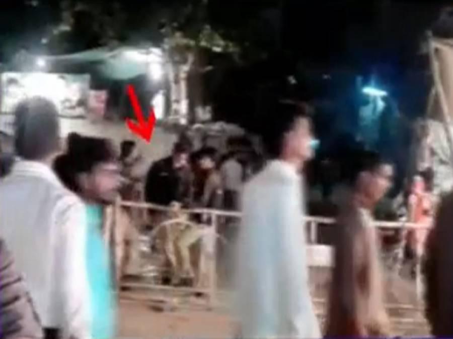 گلشن اقبال پارک حملے کے بعد بھی پولیس ناکہ ، اہلکار آنے جانیوالوں سے بے خبر