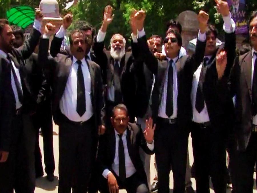 وکلاءکی ریلی، دہشت گردی روکنے میں ناکامی پر حکومت کے خلاف تحریک چلانے کا اعلان