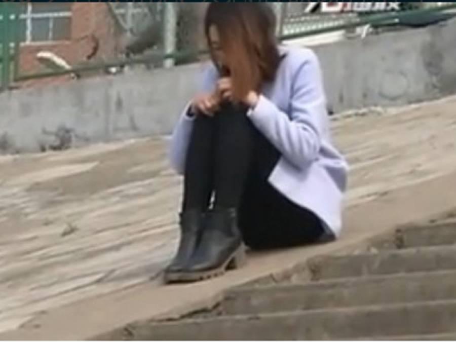 20 سالہ لڑکی 69 سالہ بابے کے پیار میں ڈوب گئی لیکن پھر آدمی نے ایسی حرکت کر ڈالی کہ لڑکی کو زندگی کا سب سے بڑا جھٹکا لگ گیا، ایسی کہانی کہ مردوں کو یقین نہ آئے