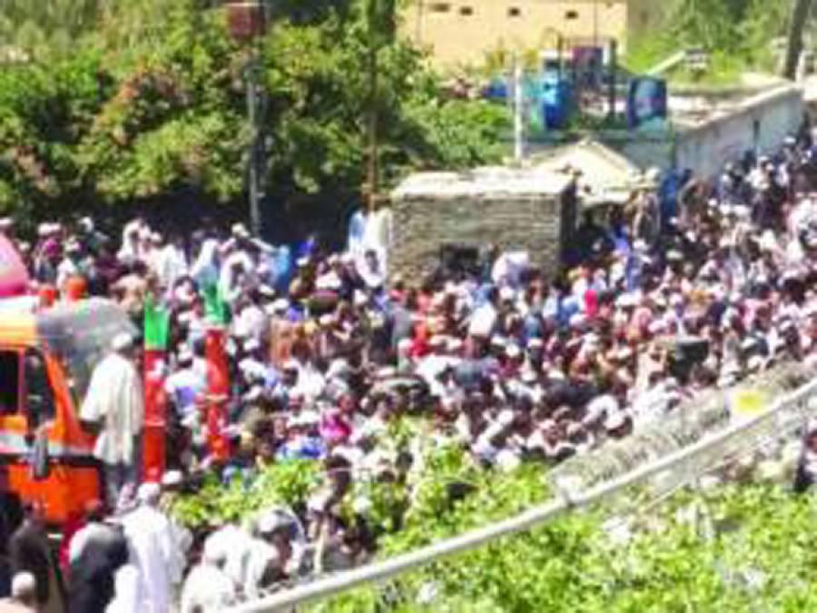 طورخم: بغیر دستاویز پاکستان داخلے پر پابندی، ہجوم اکٹھا ہوگیا، خاتون اور بچی جاں بحق