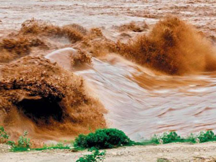 'ہنی مون منانے کی وجہ سے پورا علاقہ سیلاب میں ڈوب گیا'