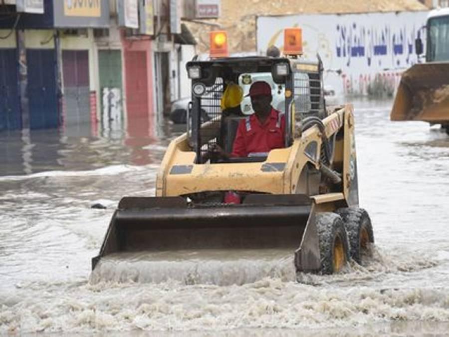 سعودی عرب میں شدید بارشیں ،18افراد جاں بحق ،امدادی کارروائیاں جاری