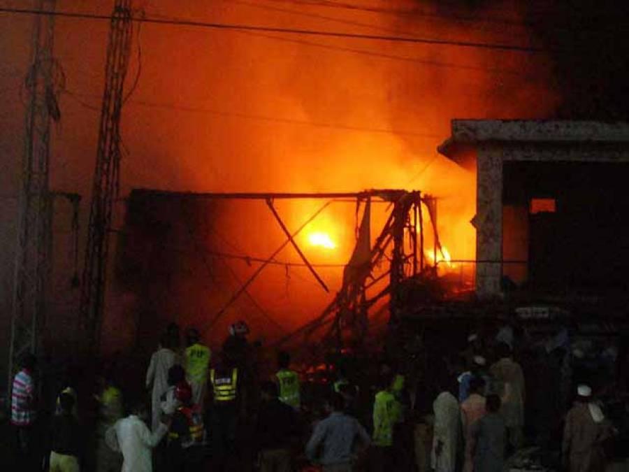 لاہور،سلندڑز کی دکان میں آتشزدگی،1شخص جاں بحق,امدادی کارروائیاں جاری
