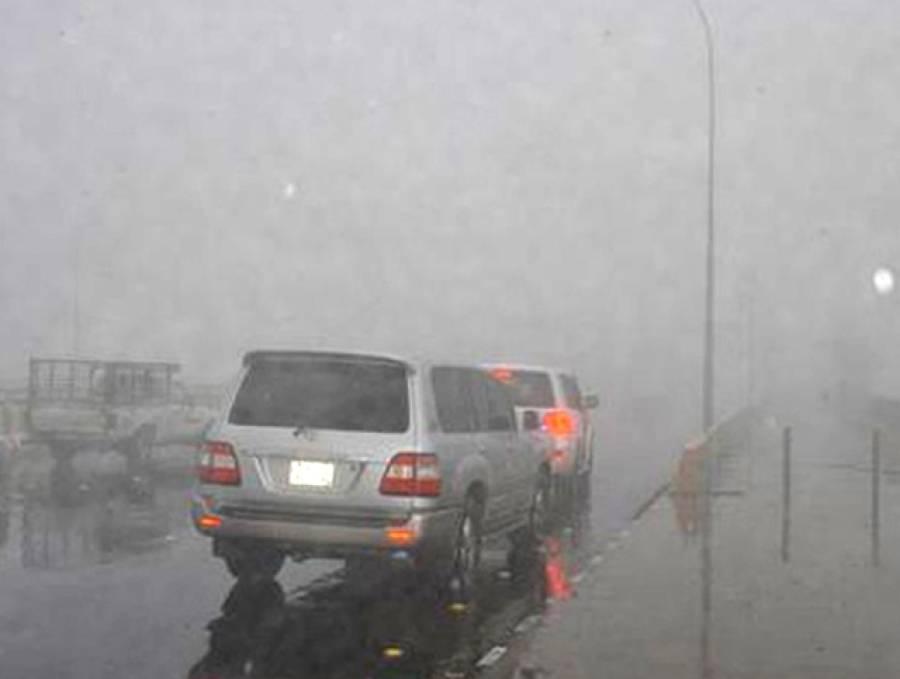 سعودی عرب میں طوفانی بارشیں اور آندھی، ایک شخص جاں بحق