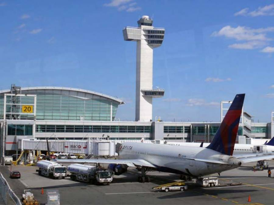 امریکی ایئرپورٹ پرپرواز کی کامیاب لینڈنگ کے بعد گرفتار کئے گئے پائلٹ کی قسمت کا فیصلہ ہو گیا