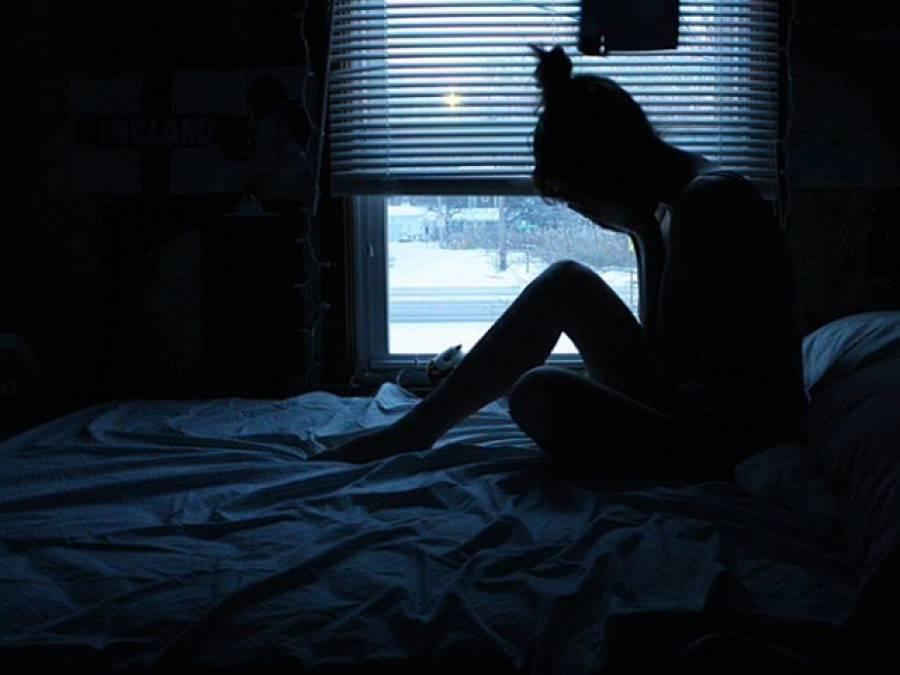 فحش فلموں کا خوفناک اثر سامنے آگیا، مغربی نوجوان لڑکیوں نے ایسا کام شروع کردیا کہ روشن خیالوں کے بھی پیروں تلے زمین نکل گئی
