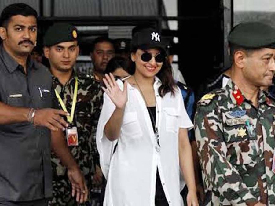 بالی ووڈ اداکارہ سوناکشی کی آمد، نیپالی آرمی چیف استقبال کے لئے پہنچ گئے