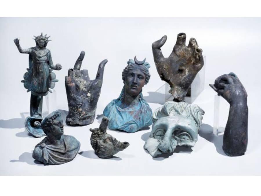 غوطہ خوروں کو سمندر کی تہہ میں تاریخ کا بڑا خزانہ مل گیا، سکوں پر کس کی تصاویر بنی ہوئی تھیں؟ جان کر آپ کیلئے بھی یقین کرنا مشکل ہوجائے گا
