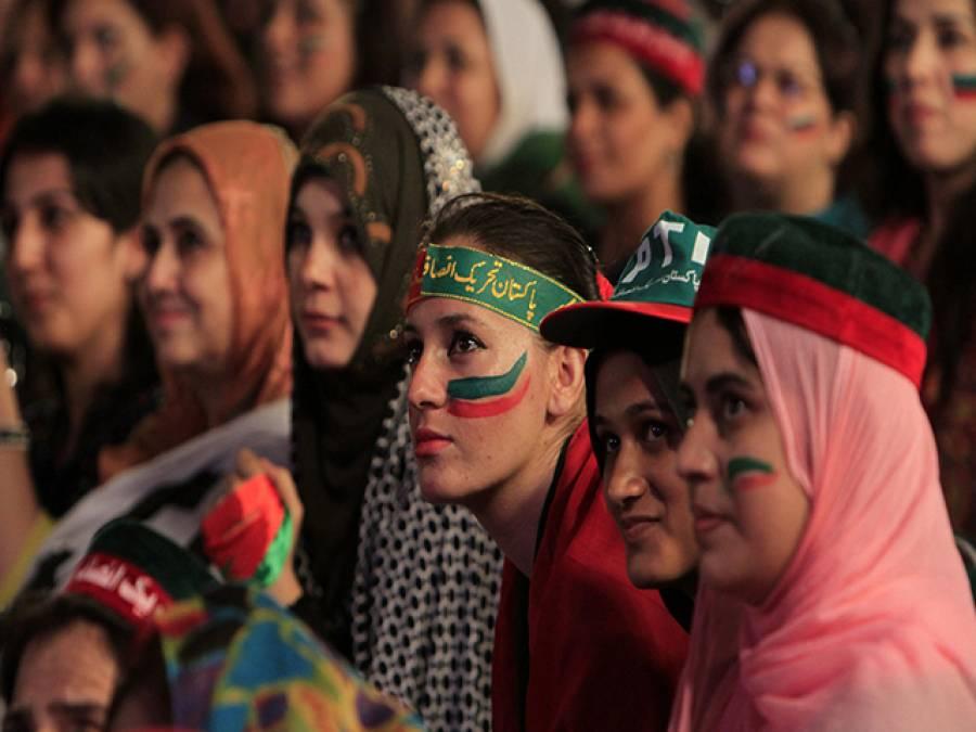تحریک انصاف کی خواتین نے فیصل آباد جلسے میں ڈنڈوں کے ساتھ شریک ہونے کا اعلان کردیا
