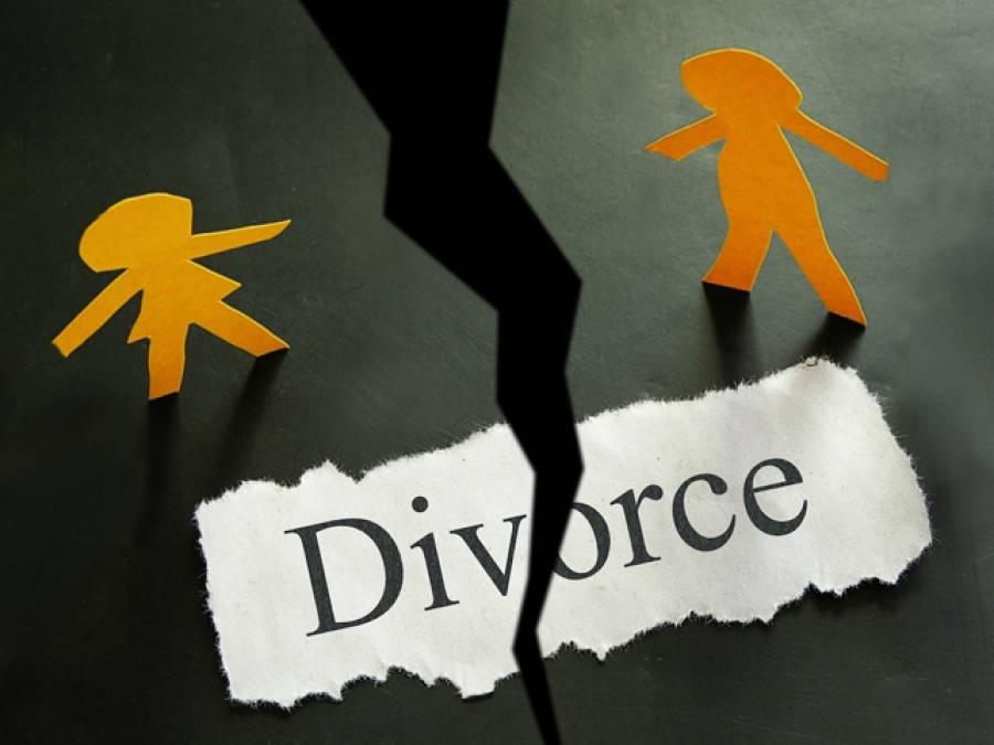 بگڑے رئیس نےچار خواتین کو طلاق دینے کے بعد پانچویں بیوی کو بازار بھیج کر فون پر طلاق دیدی