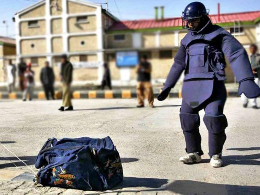پشاور میں بم ڈسپوزل سکواڈ نے سڑک کنارے نصب بم کو ناکارہ بنا دیا