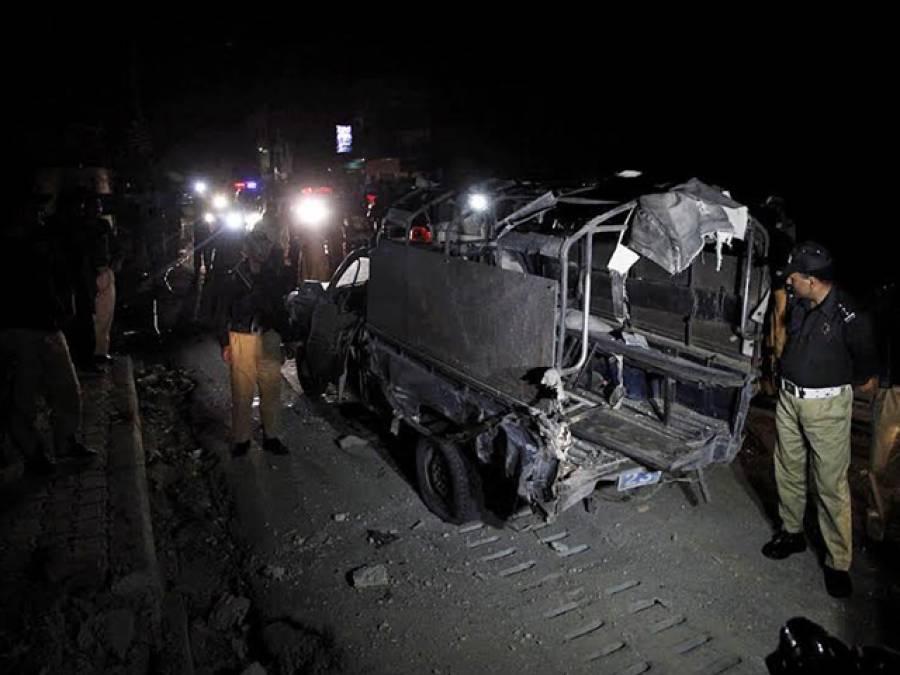 کوئٹہ میں سڑک کنارے نصب بم پھٹنے سے 2 پولیس اہلکار شہید ، 11 زخمی