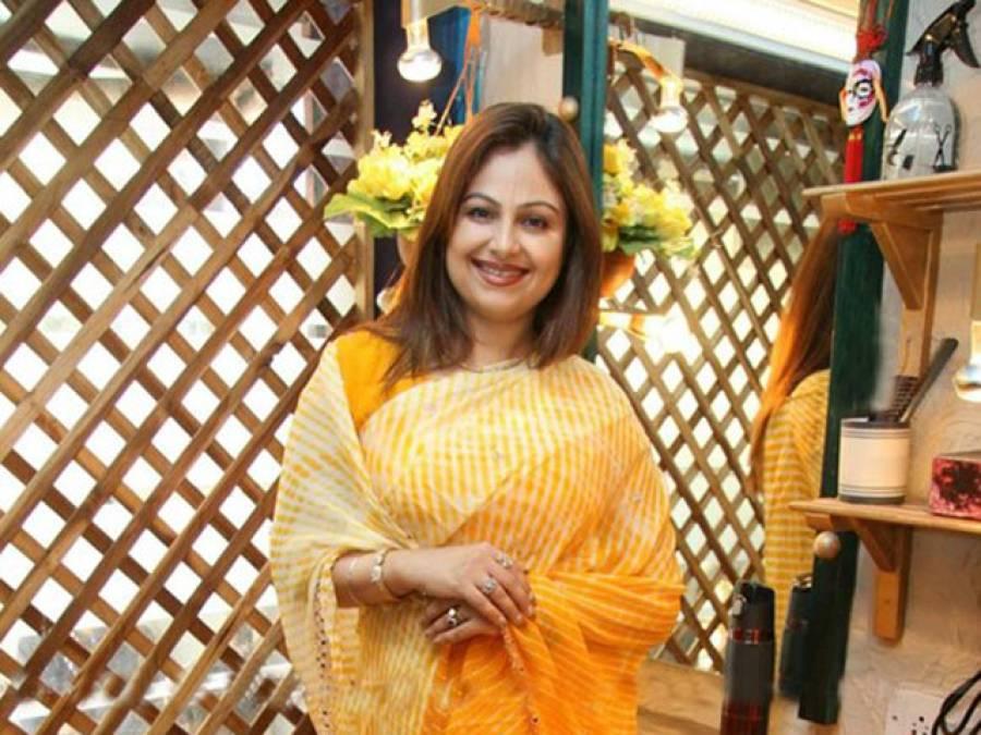 بالی ووڈ فلم 'پہلا نشہ' کی خوبرو اداکارہ عائشہ جھلکا کی تازہ تصاویر سامنے آگئیں