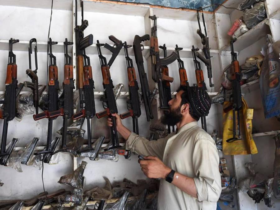پاکستان کے قبائلی علاقوں میں بندوق، سمارٹ فون سے سستی