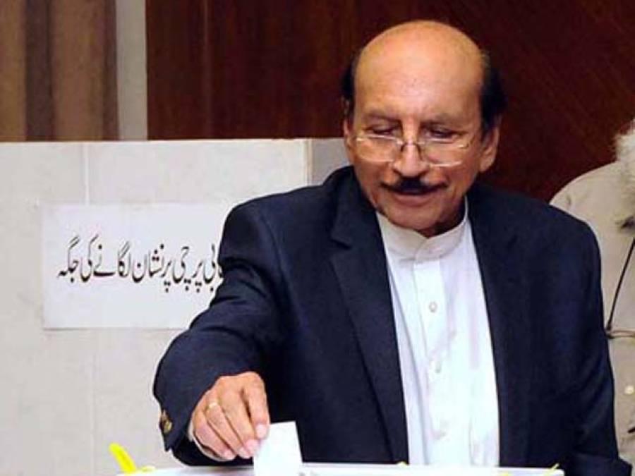 سب سے پہلا ووٹ قائم علی شاہ نے کاسٹ کیا:ن لیگ کے امیر حیدر شاہ اور ذوالفقار مرزا کے بیٹے نے بھی مراد شاہ کو ووٹ دیا